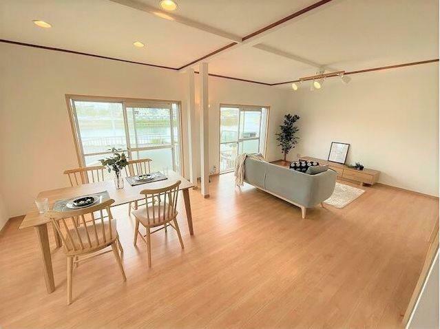 居間・リビング リビングを広めに設計してるので家具を置いてもゆとりのスペース!!