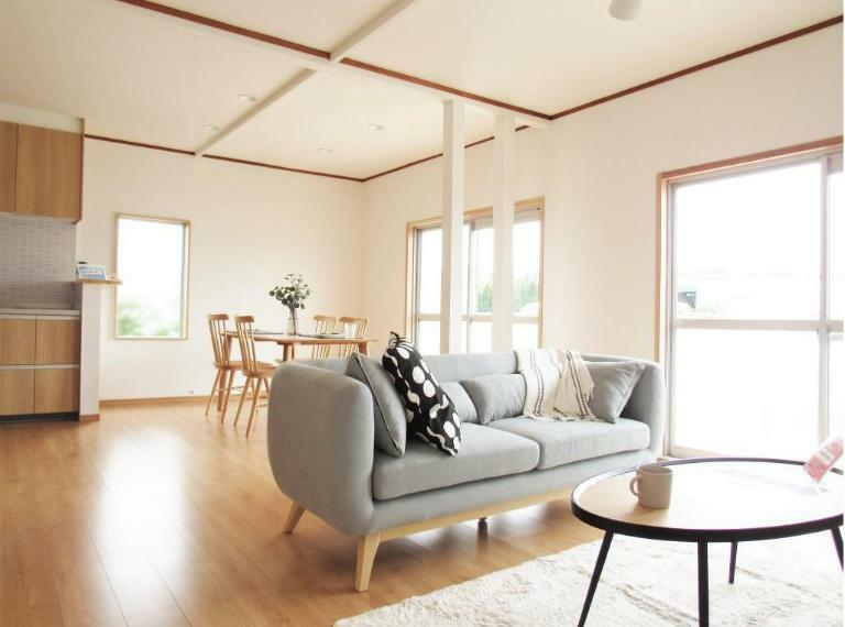 居間・リビング リビングにはナチュラル系の家具を設置! 家具はすべてプレゼント(^^)/