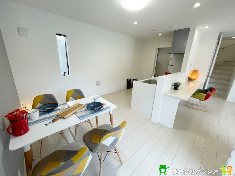 居間・リビング 家具が自由に配置できるゆとりのある17.5帖のLDK空間です(2021年9月撮影)