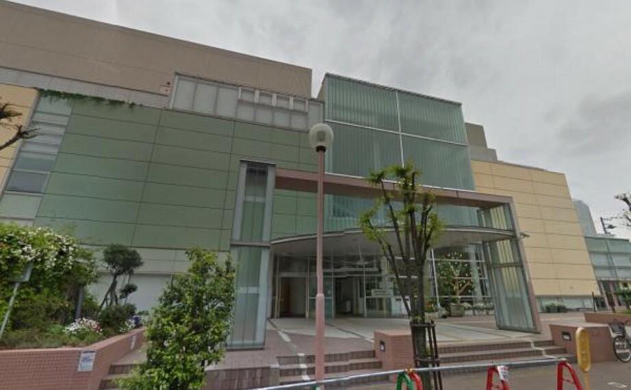図書館 鶴見区民センター