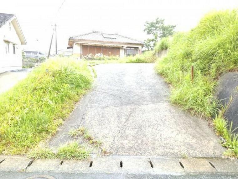 現況写真 【リフォーム中】お家への進入が現在難しい為、スロープを作り変える予定です。