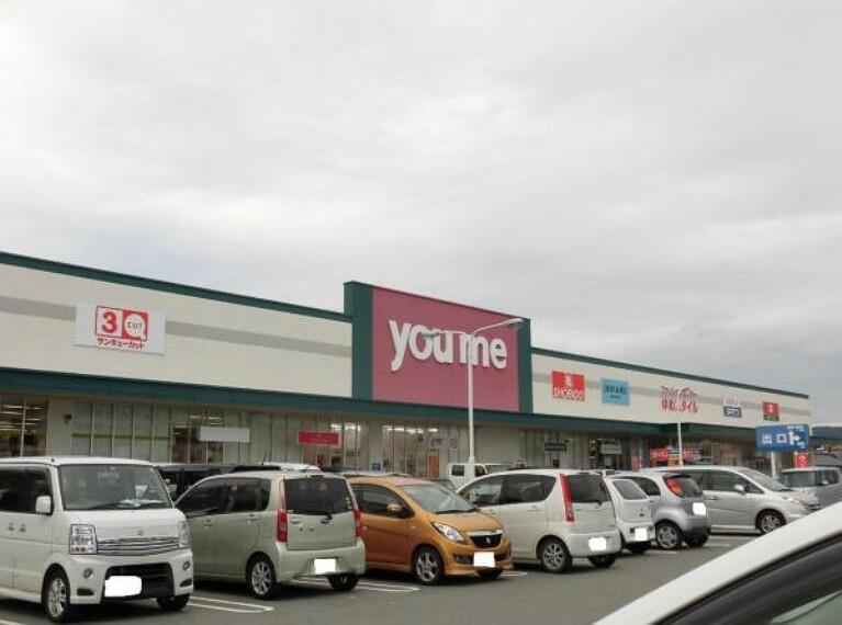 ショッピングセンター ゆめマート玉名まで1.4km(車で4分)大型商業施設が近くにあると何かと便利ですね