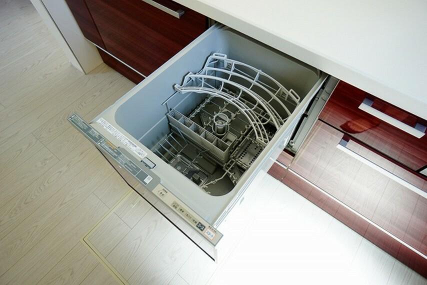 キッチン 食器洗い乾燥機付なので、家事の短縮になり主婦には大変喜ばれます^^