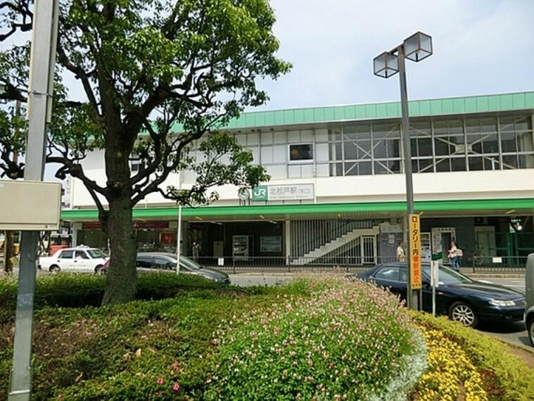 千葉県松戸市上本郷にある、東日本旅客鉄道(JR 東日本)常磐線の駅である。当駅は松戸市の上本郷に位置し松戸競輪、北松戸工業団地の最寄り駅である。