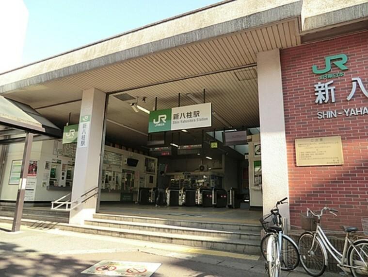 東日本旅客鉄道(JR東日本)武蔵野線の駅である。新京成線八柱駅と合わせると松戸市内の駅では乗降客数が松戸駅に次いで2番目に多い。新京成との乗り換え客よりも、周辺住宅地住民の利用の方が多い。