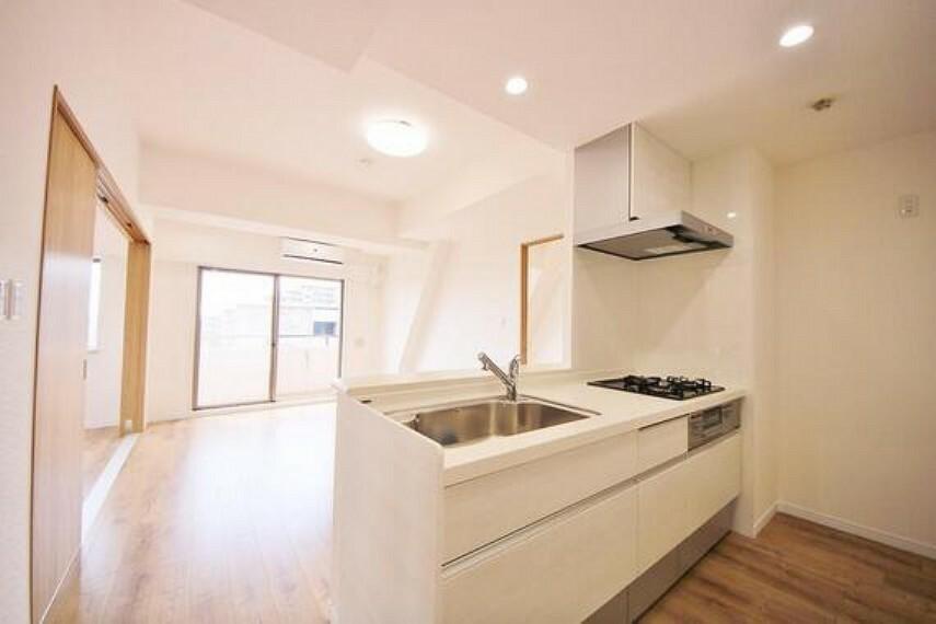 キッチン 美しく使いやすいキッチン空間。優しい温もりを醸し出すキッチンは料理の為の配慮を随所に注ぎました。