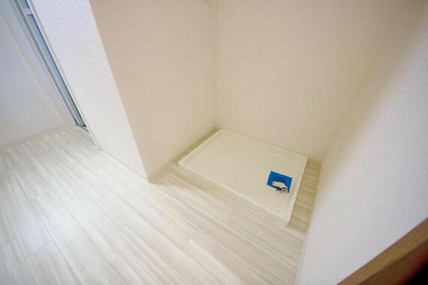 ランドリースペース 洗面室には、洗濯機置場のスペースがございます。