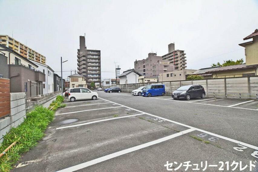 現況写真 敷地面積は280坪超!26台の車が駐車できる、大型の駐車場です! アパート、マンションも建築できる広さ!現地見学いかがですか? お問い合わせはセンチュリー21クレドまでご連絡ください!