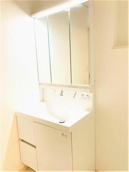 洗面化粧台 お手入れしやすく使いやすい三面鏡のシャンプードレッサー!です