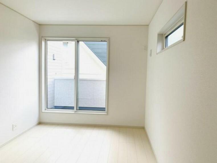 洋室 白を基調とした清潔感のあるお部屋はどんなインテリアも合いますね!