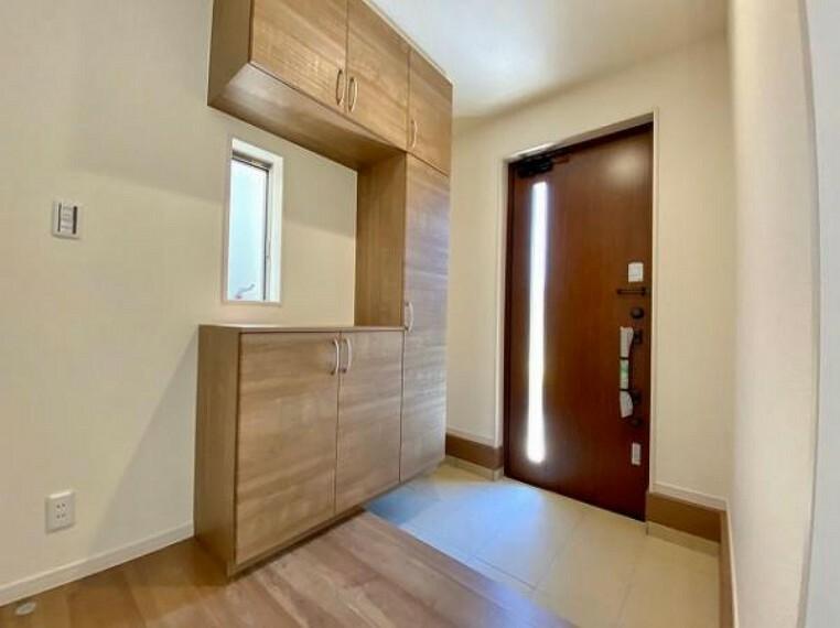 玄関 玄関は防犯性の優れたダブルロックドアです!