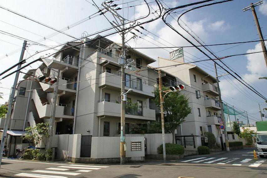 外観写真 岸和田駅徒歩9分。専用庭付の南東角部屋。LDK21.4帖。ウォークインクローゼット・シュークローク有。