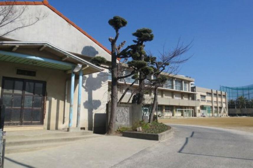 中学校 【中学校】岸和田市立岸城中学校まで340m