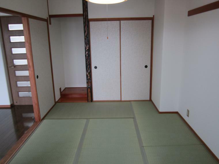 和室 ●リビング横の6畳和室!