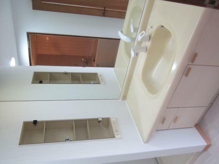 洗面化粧台 ●大きな鏡の洗面化粧台!
