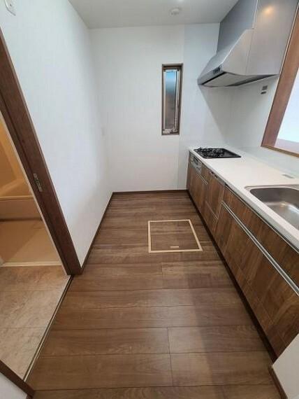 ダイニングキッチン 床下収納完備。キッチン廻りもすっきり片付きます!