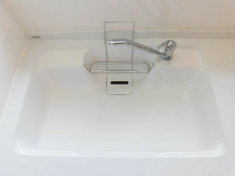 【同仕様写真】キッチンシンクは人工大理石調を設置予定。汚れが目立ちにくく高級感があります。