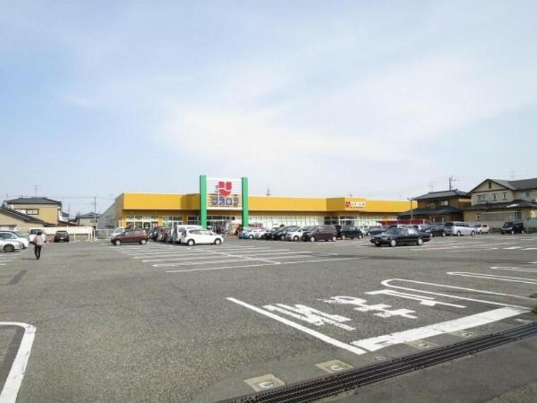スーパー ウオロクコモ店まで1100m(徒歩14分)徒歩圏内でちょっとした買い物であれば健康のために歩いていくのもいいですね。