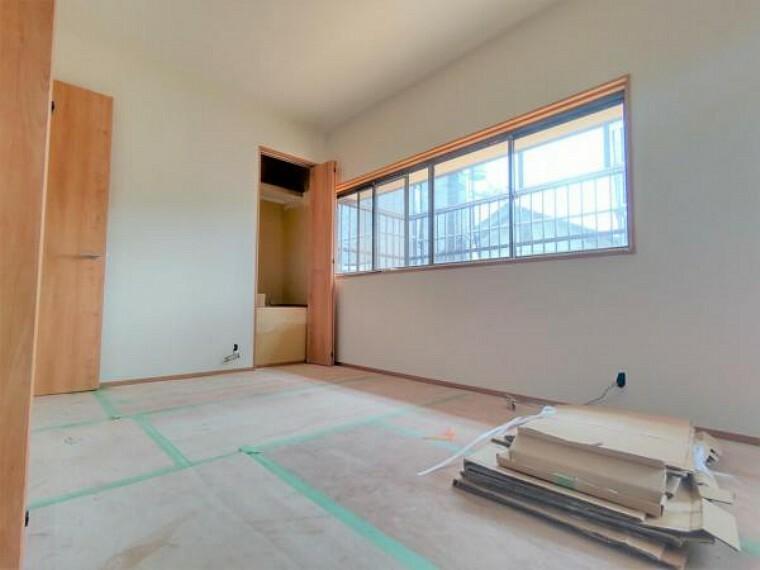 洋室 【リフォーム中】2階東側和室は洋室に変更予定。現在の床の間部分はクローゼットに変更予定です。