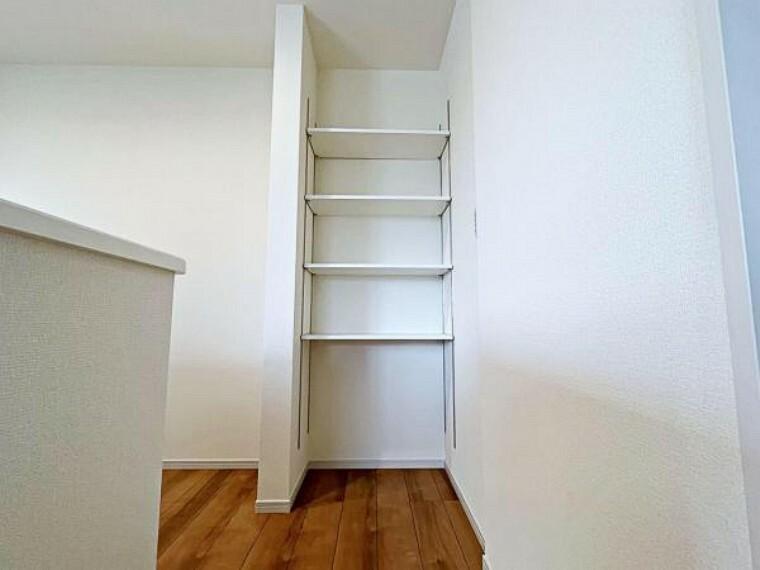 収納 キッチンにも収納棚がありとても便利ですね