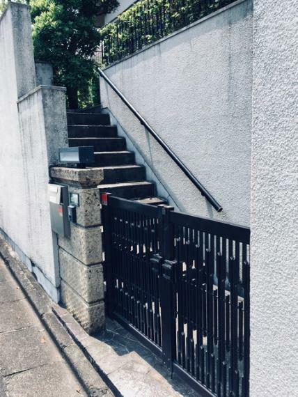 外観写真 玄関階段