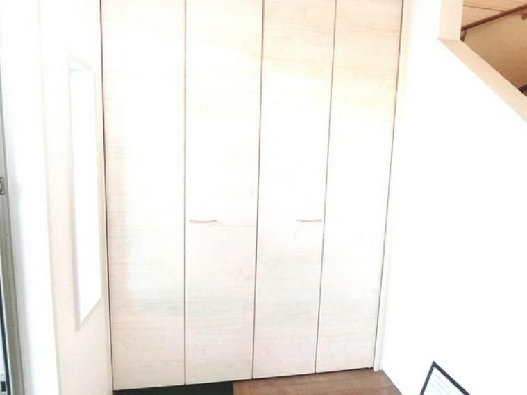 収納 玄関収納充実。おかげで玄関をきれいに保てそうですね。