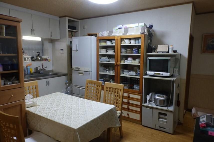 居間・リビング キッチンと一体となったリビングです。家族で食卓を囲むことができます。