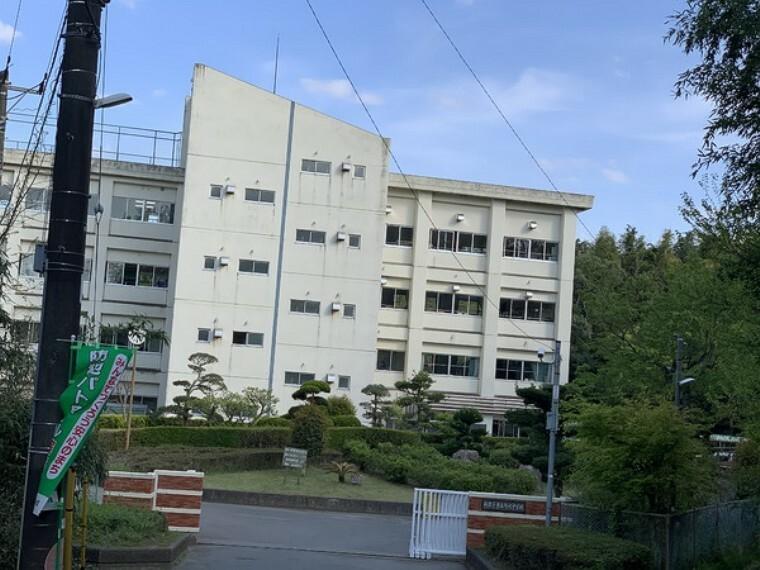 中学校 湖北中学校 中学校まで徒歩5分と徒歩圏内です。