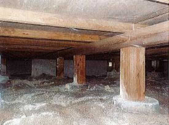 中古住宅の3大リスクである、雨漏り、主要構造部分の欠陥や腐食、給排水管の漏水や故障を2年間保証させていただきます。その前提で床下まで確認の上でリフォームを行い、シロアリの被害調査と防除工事も行います。