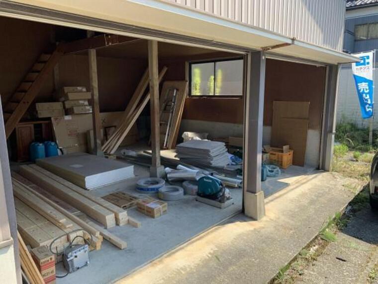 【リフォーム中9/10撮影】車庫です。車2台駐車可能です。