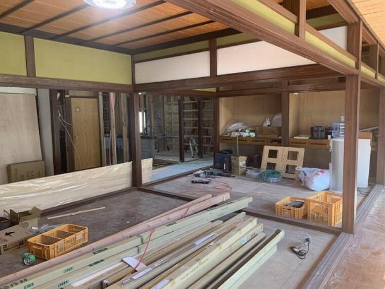 【リフォーム中9/10撮影】8畳和室です。壁クロス張替え、襖・障子張り替え、畳の表替えを行います。