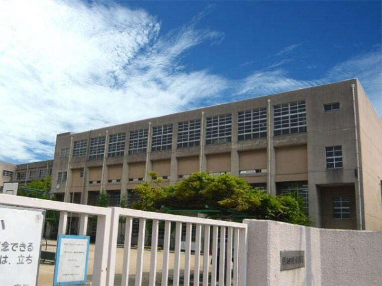 小学校 【小学校】尼崎市立武庫の里小学校まで907m