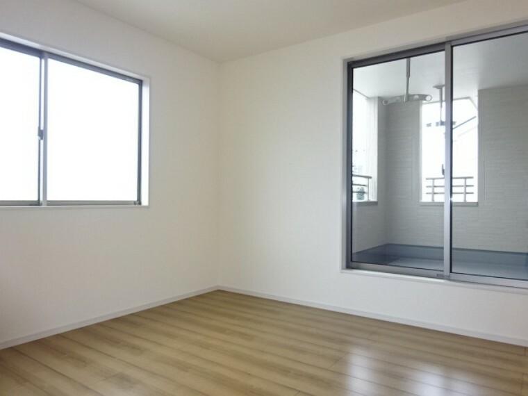 洋室 主寝室《 現地写真 》現地見学や詳細は 株式会社レオホーム へお気軽にご連絡下さい。
