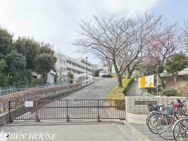 小学校 横浜市立上寺尾小学校 距離720m