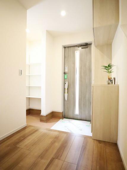 玄関 【1号棟】スマートカードキー(ピッキング対策ドア)