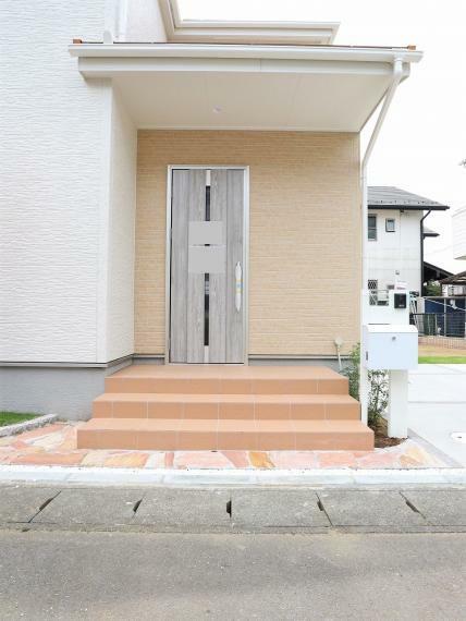 玄関 【1号棟】エントランス・TVモニター付きインターホン、ポスト・外散水栓