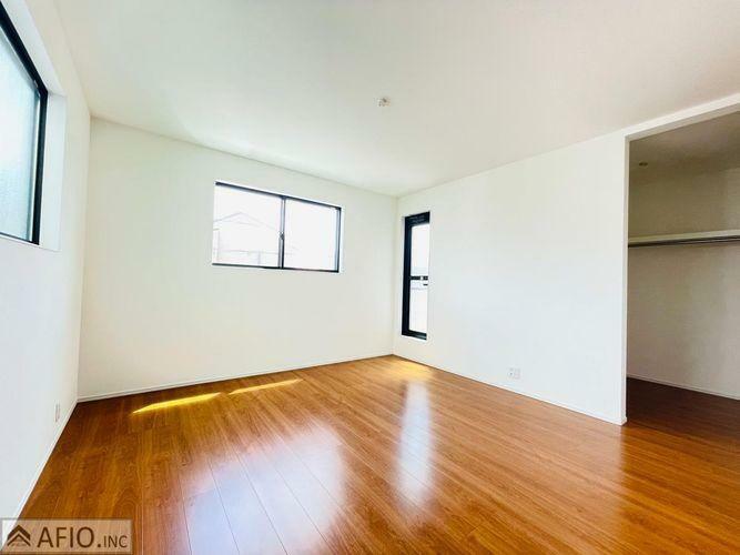 広々9.1帖の洋室。やすらぎをもたらすプライベート空間です。