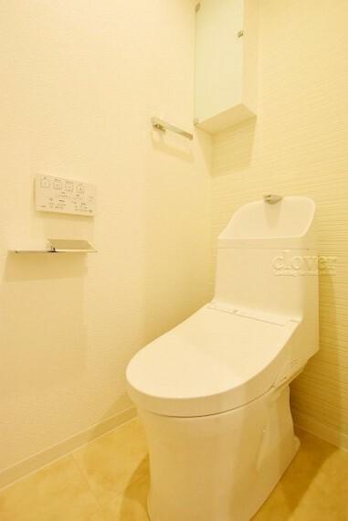 トイレ トイレ 温水洗浄便座付き 上部衆望付き