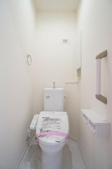 トイレ 白を基調とした清潔感のあるトイレ