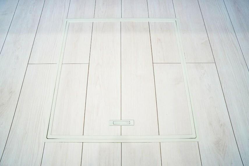 便利に収納、キッチンを快適に利用できる床下収納付収納