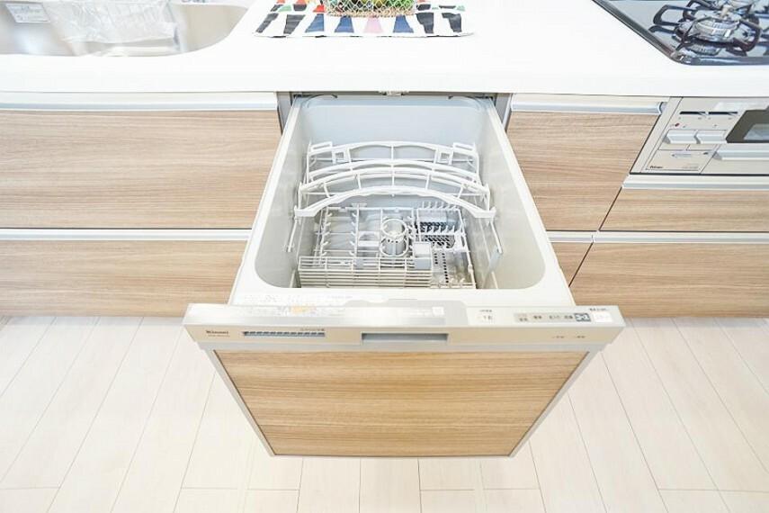 食器洗乾燥機付きでご家族の食器もスッキリピカピカ
