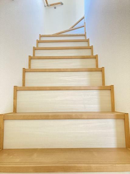 【1号棟】手すり付き階段