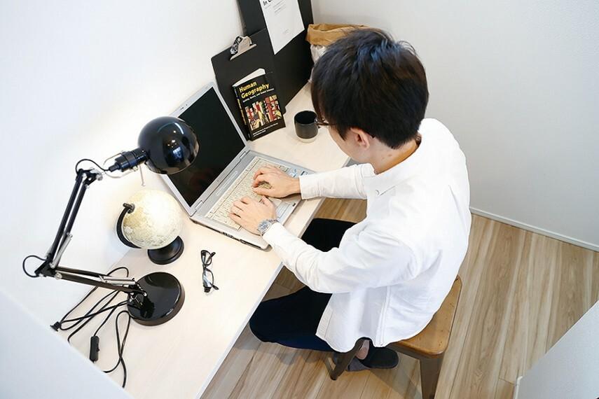 スタディーカウンター  リビングの一角にあるスタディーカウンターは、子どもたちの勉強机としても利用でき、家族の気配をすぐ近くで感じられ安心です。