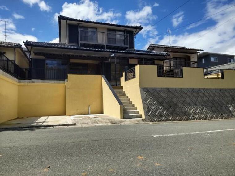 外観・現況 南側正面からの写真です。屋根・外壁塗装・樹木伐採しスッキリ明るい住宅の1軒になりました。