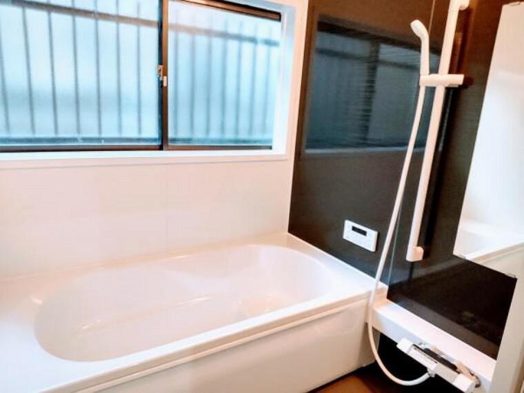 浴室 浴室はハウステック製新品のユニットバスに交換しました。足を伸ばせる1坪サイズの広々とした浴槽で、1日の疲れをゆっくり癒すことができます。