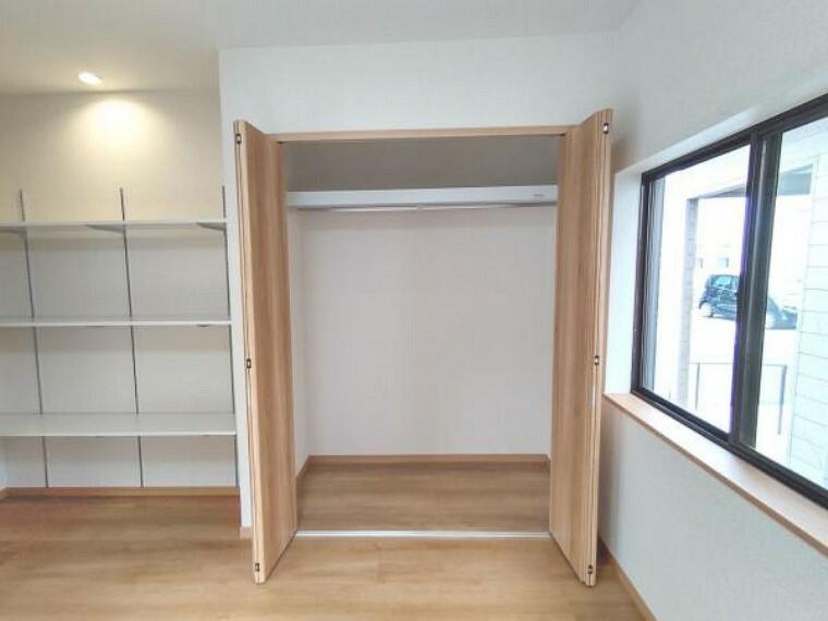 収納 【リフォーム済】1階洋室の収納です。空いたスペースを収納に活用いたしました。