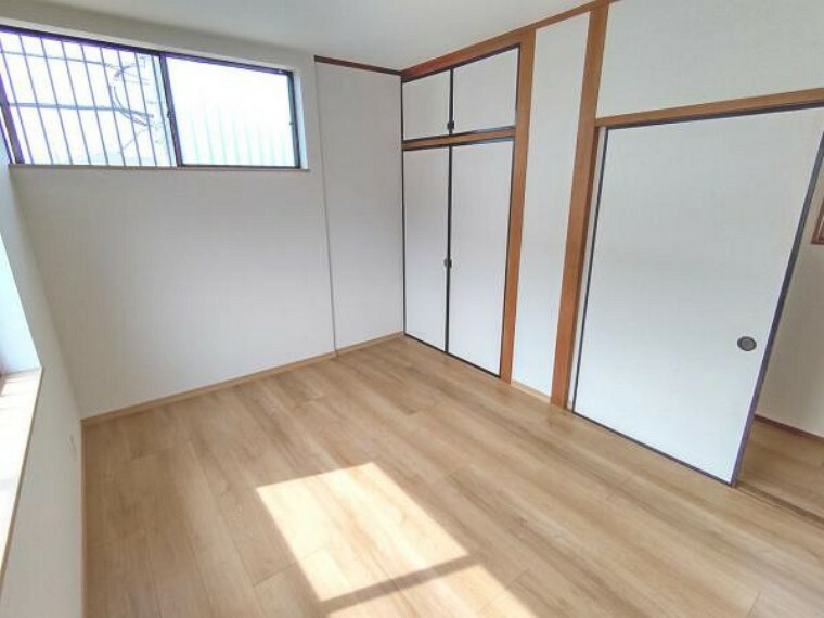 【リフォーム済】2階北側の和室の別角度です。収納があるので、物や衣類等をしまうのに便利ですね。