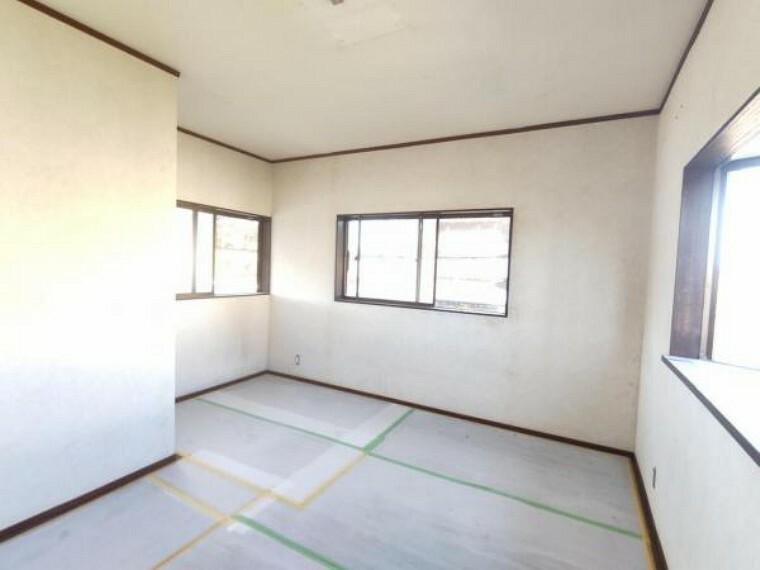 【リフォーム中写真】9/10撮影 2階南東側洋室です。3面採光なので、明るいお部屋になります。お子様のお部屋としていかがでしょうか。