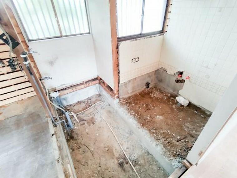浴室 【リフォーム中】6/26撮影。フロ解体中です。スペース拡張して今から新品1坪タイプのユニットバスを設置して、洗面脱衣所も綺麗に仕上ていきます。