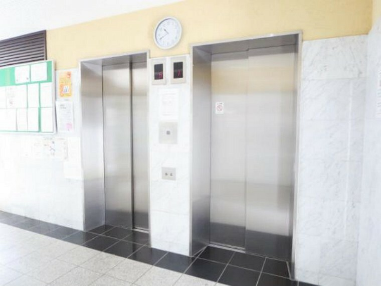 【エレベーター】棟内には、2基のエレベーターがあります。きちんと管理され綺麗なエレベーターです。2基ありますので、込み合う朝もストレスなくスムーズに外出できますね。